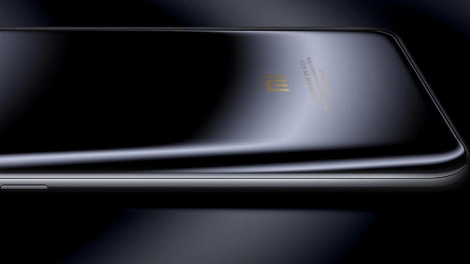 Xiaomi's current flagship, Mi 6 features a glass ceramic back.