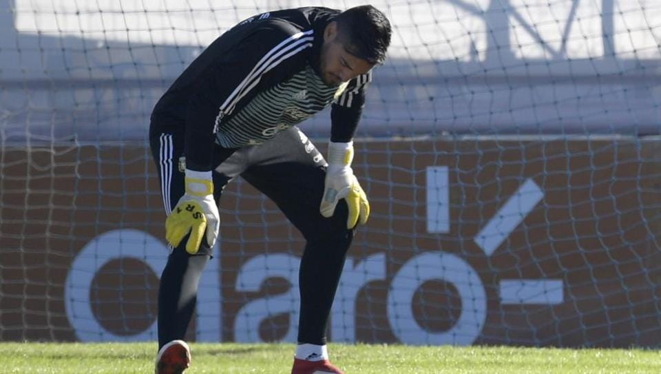 Injured Argentina football team goalkeeper Sergio Romero won't feature in the 2018 FIFAWorld Cup inRussie.