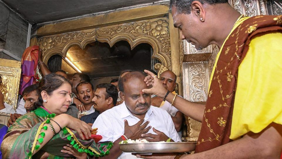 Karnataka chief minister-designate HD Kumaraswamy offers prayers at Chamundeshwari Temple ahead of his oath-taking ceremony, in Mysore. (PTI)