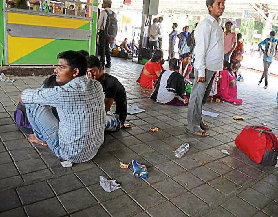 Kalyan station, which is a junction, sees 5 lakh commuters a day.