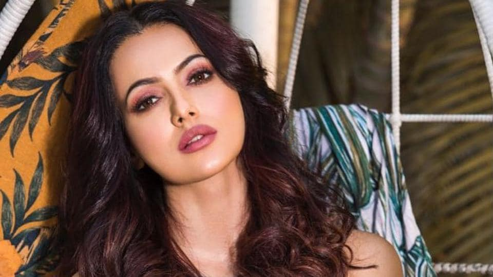 Actor Sana Khan says that maybe people don't like her because she is sober