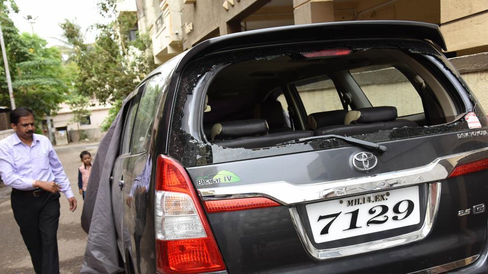 Pune,vehicle,vandalism