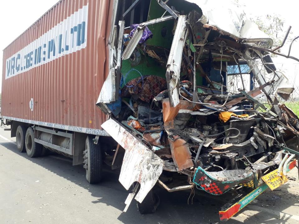 Mumbai accident,container truck crash,Thane accident