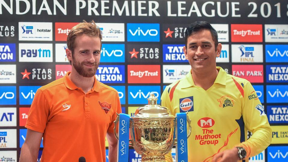 Sunrisers Hyderabad (SRH) captain Kane Williamson (L) and Chennai Super Kings (CSK) captain MS Dhoni with the Indian Premier League (IPL) trophy.  (PTI)