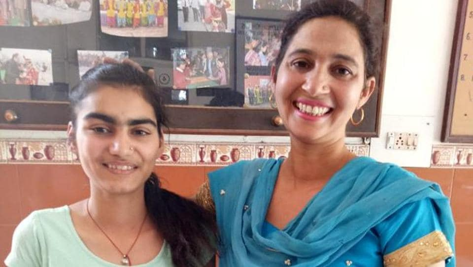 Divya was in Class 9 when she started losing her vision.