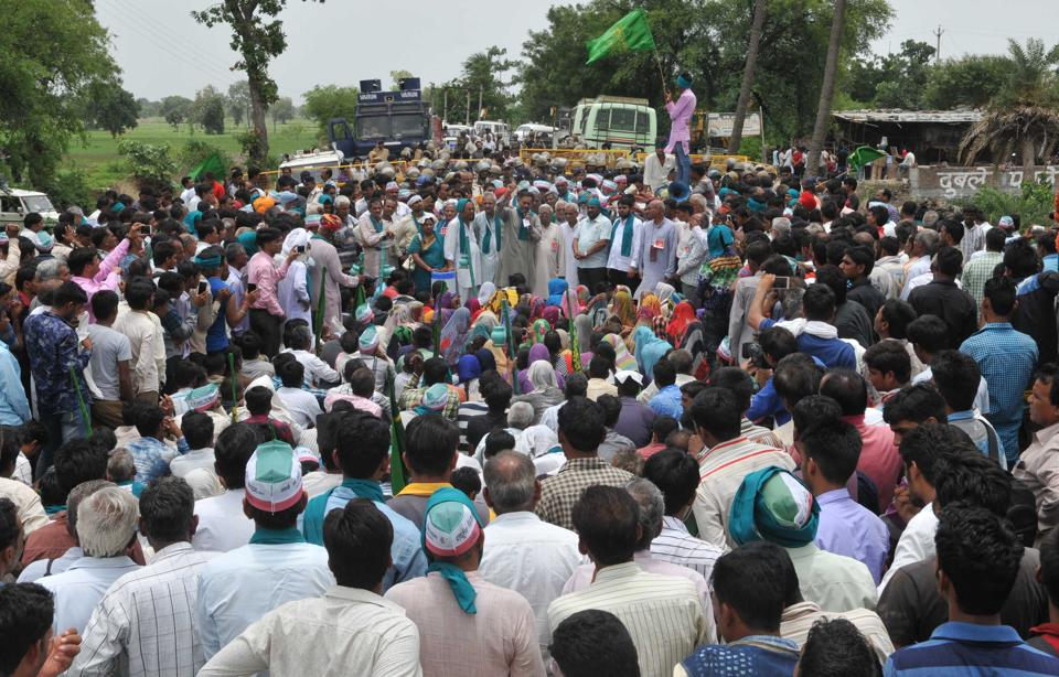 Farmers take part in a condolance meeting for police firing victims organised as part of Kisan Mukti Yatra, in Gudbheli near Pipalya Mandi , Madhya Pradesh, India.