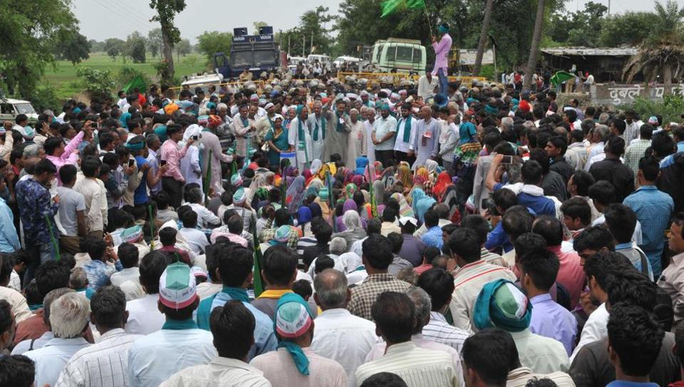 Madhya Pradesh police have decided to make 7,000 farmers to sign an undertaking that they would not take part in the protest marking its first anniversary on June 1