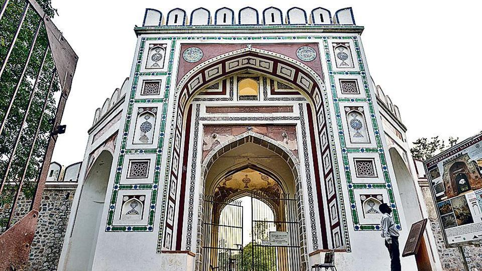 The gateway is 13 metres high with five arches. It also has chambers and a domed roof flanked by niches on both sides.