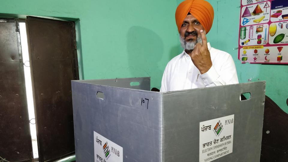 Congress candidate Hardev Singh Laddi Sherowalia at the Malsian a polling booth on Monday.  (Pardeep Pandit/HT )