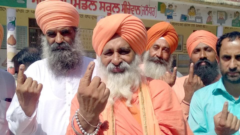 Noted environmentalist Baba Balbir Singh Seechewal cast his vote in Seechewal village. (Pardeep Pandit/HT )