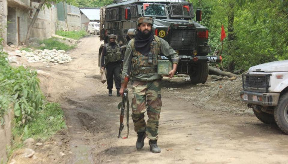 Kashmir,IED blast,Shopian