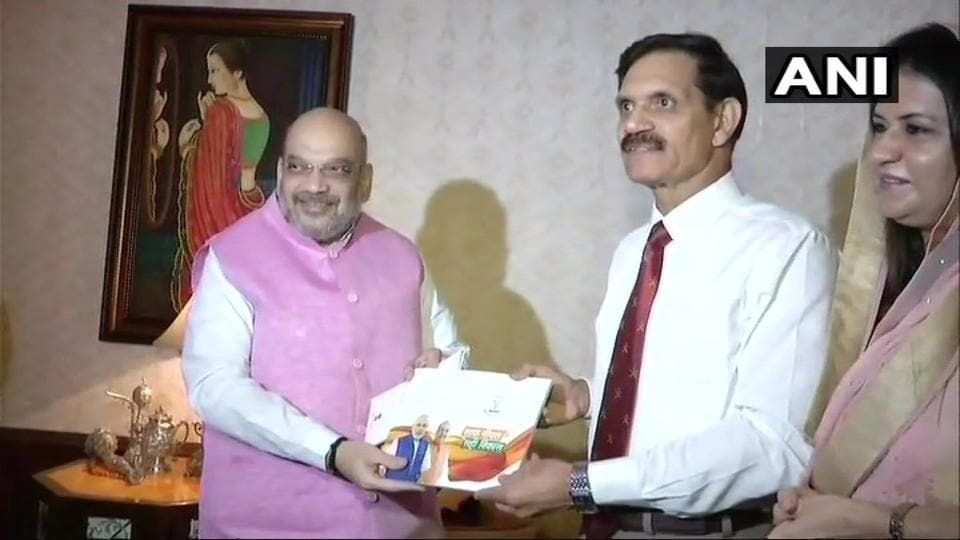 BJP president Amit Shah with former Army chief General Dalbir Singh at Singh's residence in Delhi.