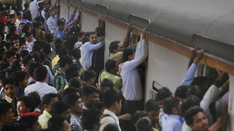 Mumbai commuters,Mumbai trains,six commuters detained