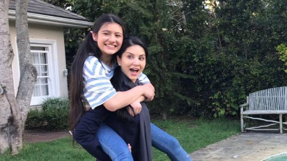 Rysa Saujani and Sunny Leone having a good time. (Photo: Twitter/Sunny Leone)