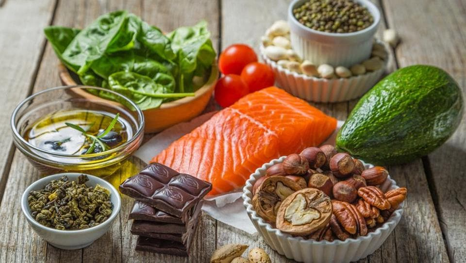A diabetic diet should include the right amount of proteins, carbs, vitamins and minerals.