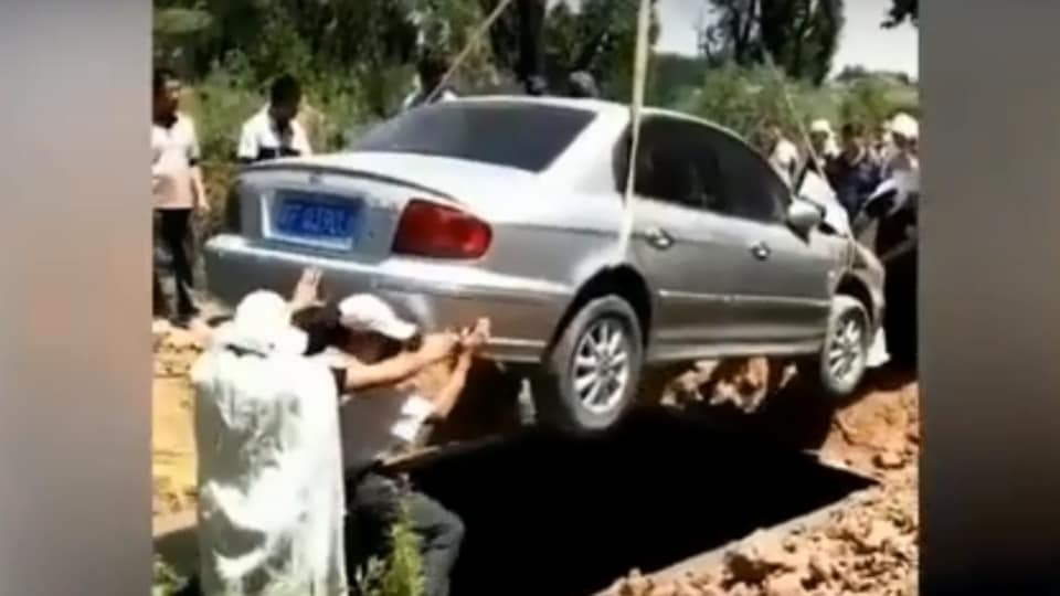 Buried with car,China,Chinese man