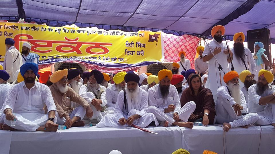 Parallel jathedars and Aam Aadmi Party held a protest on Friday at Bargari village of Faridkot district against the Punjab government.