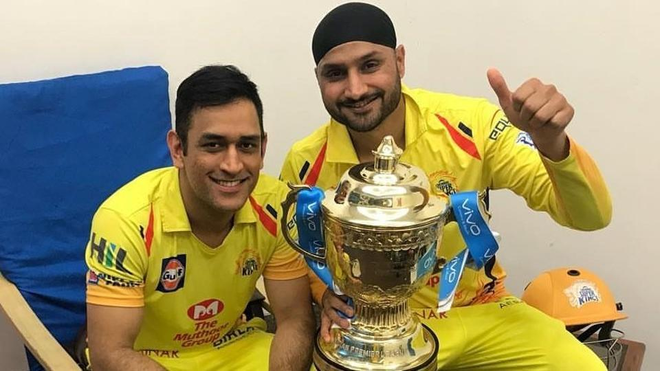 MS Dhoni (L) and Harbhajan Singh pose the trophy after Chennai Super Kings won the IPL 2018 title.