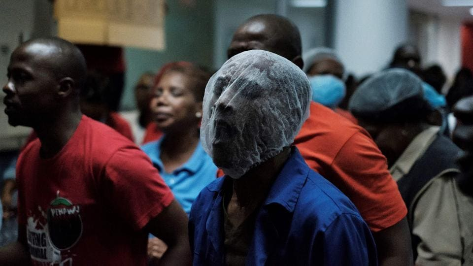 Protesters demonstrate at the Charlotte Maxkeke Hospital in Johannesburg demanding pay and conditions on May 31, 2018. (Marco Longari / AFP)