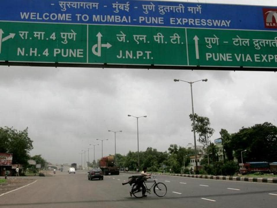 The accident took place on Saturday morning on the Mumbai-Pune Expressway near Panvel city.