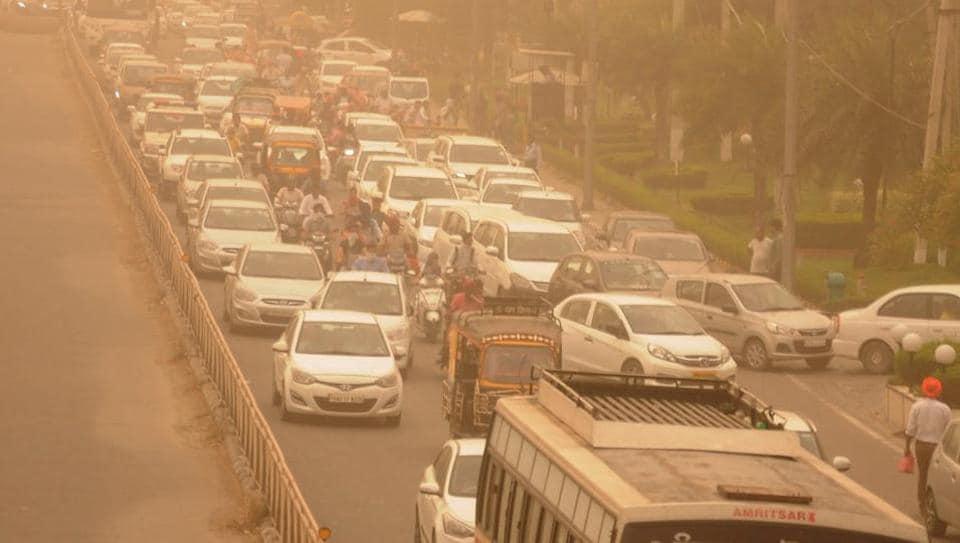 Dust storm in Delhi,Thunderstroms in Delhi,Delhi weather