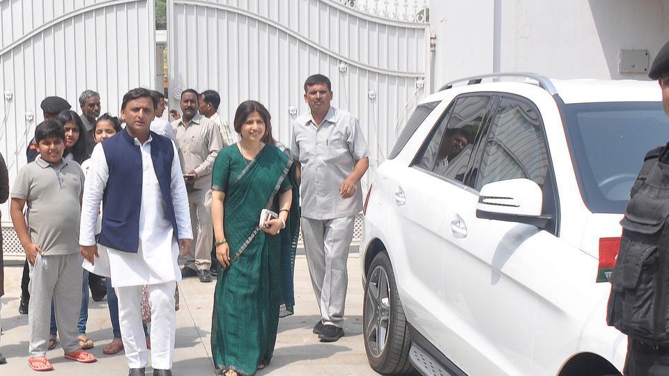 Former Uttar Pradesh chief minister and Samajwadi Party chief Akhilesh Yadav and his wife Dimple Yadav (Kannauj MP) leave the government bungalow on 4 Vikramaditya Marg in Lucknow on Saturday.
