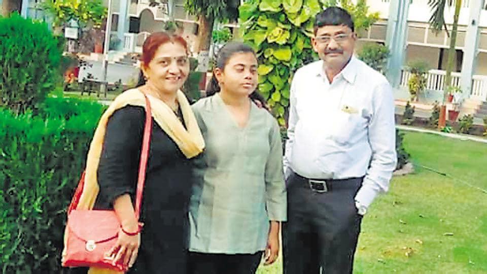 Pranjali Patil (centre) with her parents