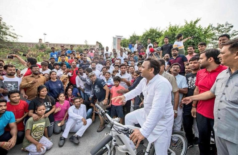 SP president Akhilesh Yadav interacting with visitors at Gomti Riverfront where he went for cycling.