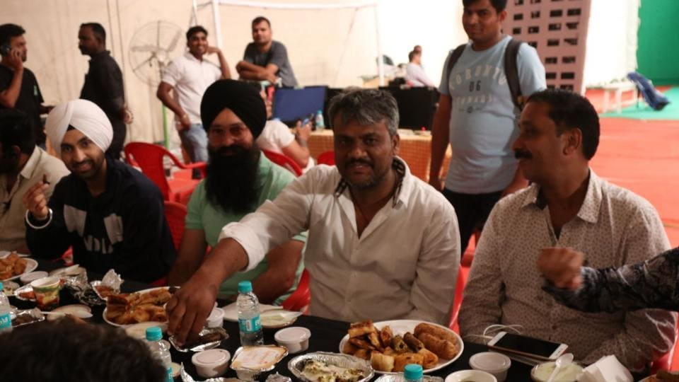 Diljit Dosanjh enjoys his iftar dinner with Soorma crew.