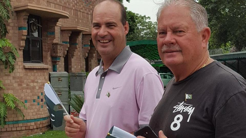 Pakistan Cricket Board are reportedly in talks with Darren Berry to replace Steve Nixon (R).