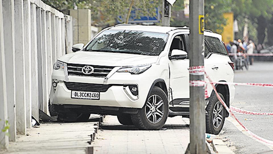 Seven policemen from Mianwali Nagar and Vivek Vihar police stations braved the scorching heat and the blazing sun for almost 18 hours to keep an eye on the stolen Fortuner SUV that had been parked in east Delhi's Jhilmil Colony.