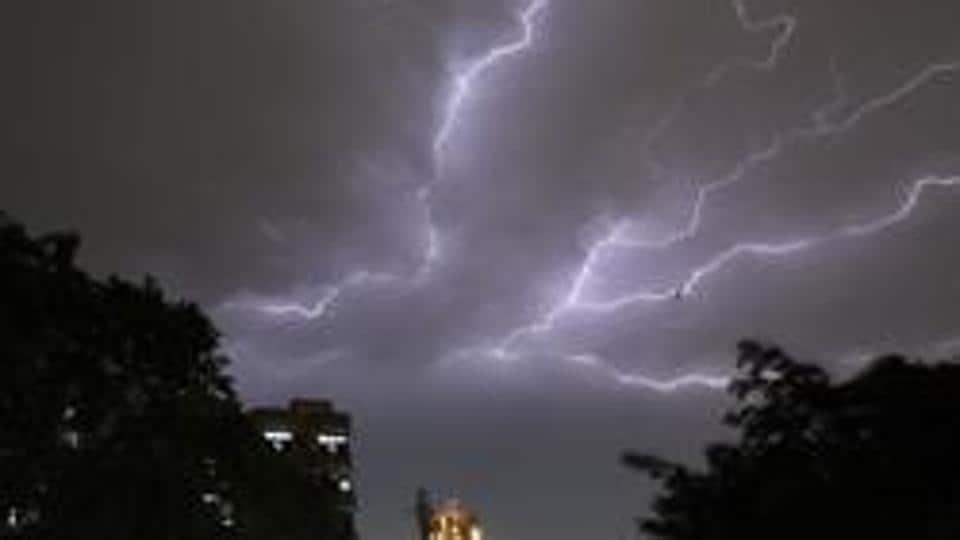 lightning,Chennai man killed,lightning strike