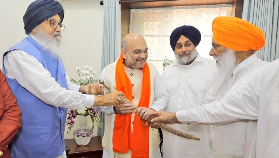 BJP president Amit Shat met Shiromani Akali Dal patriarch Parkash Singh Badal and SAD chief Sukhbir Singh Badal at their residence in Chandigarh on Thursday.