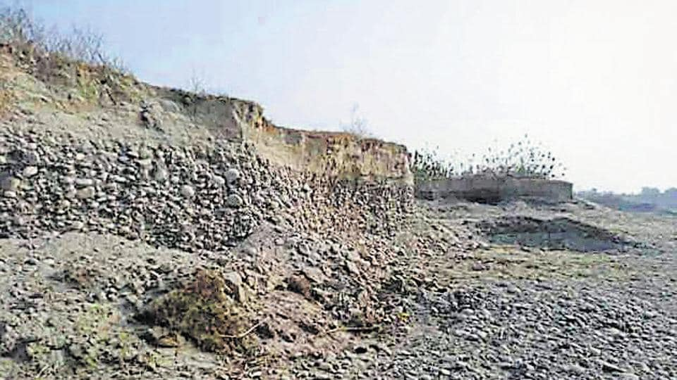 The department took action against large-scale illegal mining happening in Baelpadav of Semalchod area of Nainital.