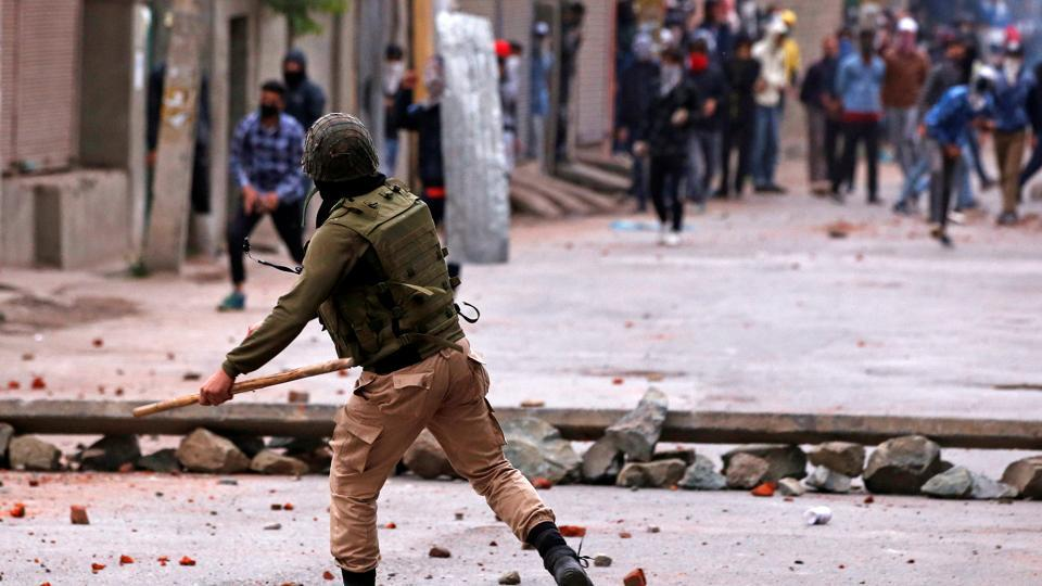 Demonstrators throw stones towards the Indian police during a protest, Srinagar, Kashmir, May 8, 2018