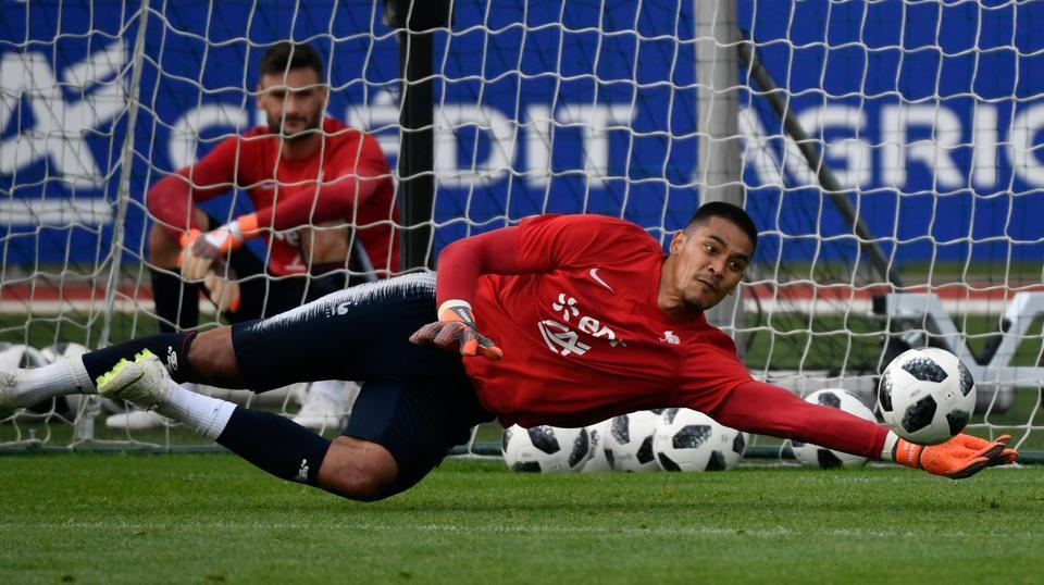 French goalkeeper Hugo Lloris (rear L) looks at French goalkeeper Alphonse Areola (front C) stoping a ball.  (AFP)