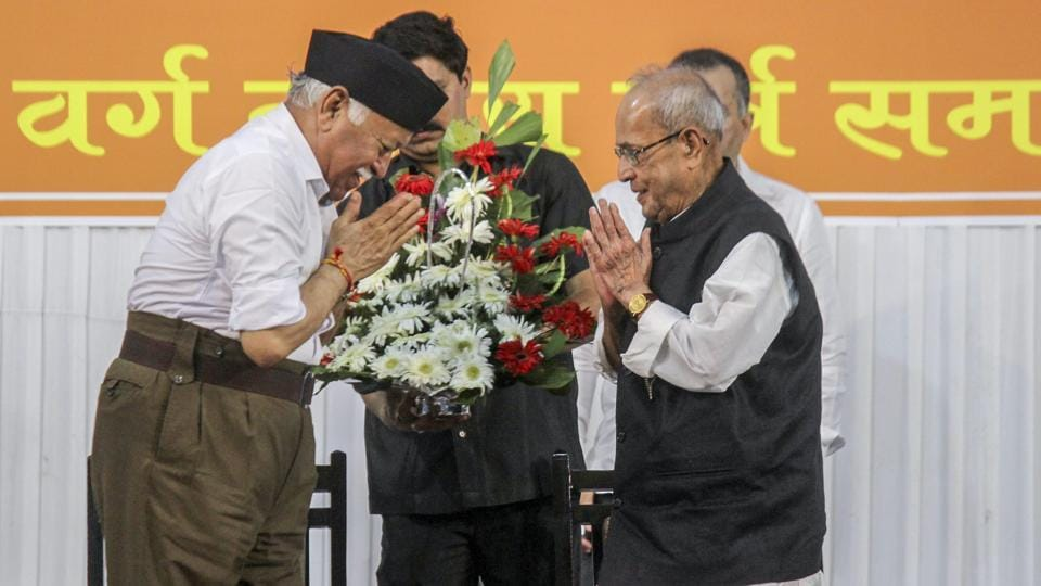 Former president Pranab Mukherjee being welcomed by Rashtriya Swayamsevak Sangh chief Mohan Bhagwat at the closing ceremony of 'Tritiya Varsha Sangh Shiksha Varg', in Nagpur, on Thursday.