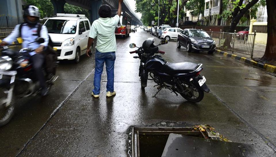 Manhole at Ambedkar road, Near Five Garden Matunga was open for two hours even after complaining to BMC, locals closed it themselves when no one from BMC came