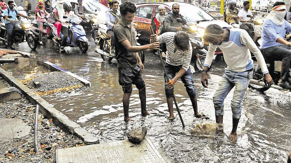 Heavy rain at Deccan led to flooding and the situation was magnified by overflowing drains and a broken storm water pipe on Wednesday. Various locations across the city flooded as a result of rains on Sunday, leading to stagnant traffic and a murky mess.