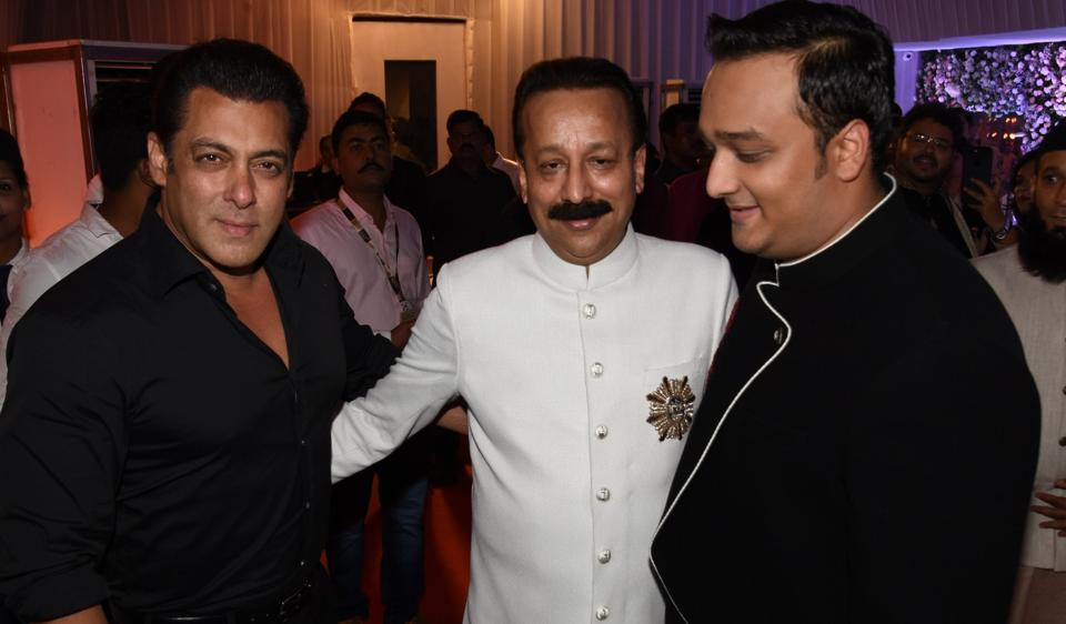 Salman Khan poses with Siddique bothers at their iftar party on Sunday.