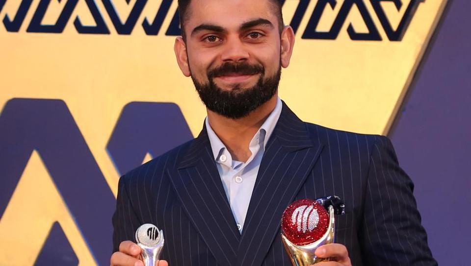 Virat Kohli receives the Polly Umrigar Award for his stupendous performances in the 2016-17 and 2017-18 season too during the 6th M.A.K. Pataudi Memorial Lecture and BCCI Awards Evening in Bangalore. (BCCI)