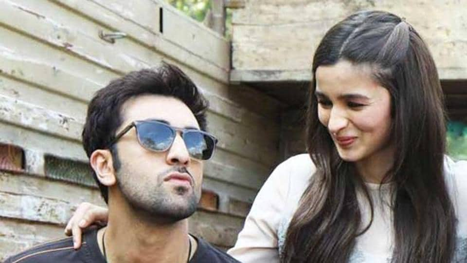 Alia Bhatt loves Ranbir Kapoor,Alia Bhatt loves Ranbir Kapoor song,Alia Bhatt