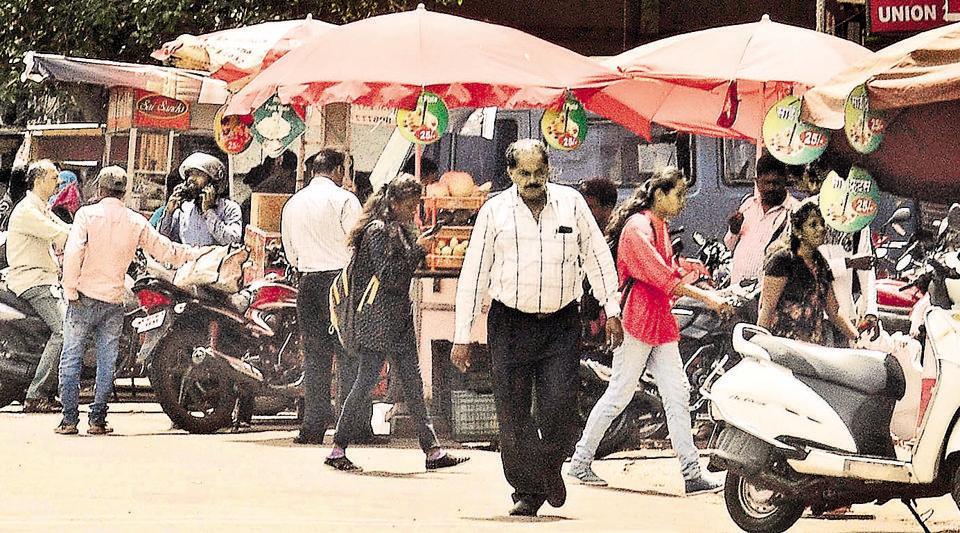 Pune,footpath,hawker