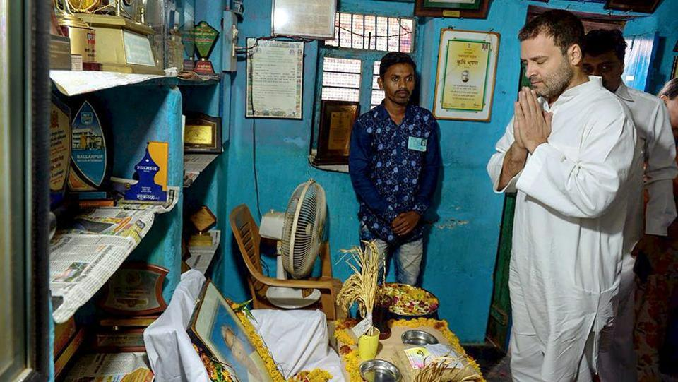 Congress President Rahul Gandhi pays homage to Dadaji Ramaji Khobragade who passed away on June 4, at his village in Chandrapur on Wednesday. Khobragade invented the HMT rice, a highly successful variety which yielded 80% more rice than the conventional varieties. (PTI)