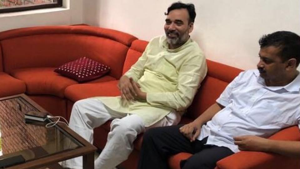 Modi,Arvind Kejriwal,Kejriwal alleges IAS officers strike