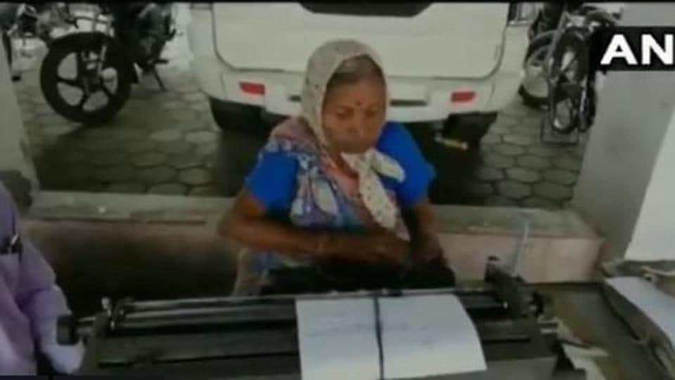 india news,typist,madhya pradesh