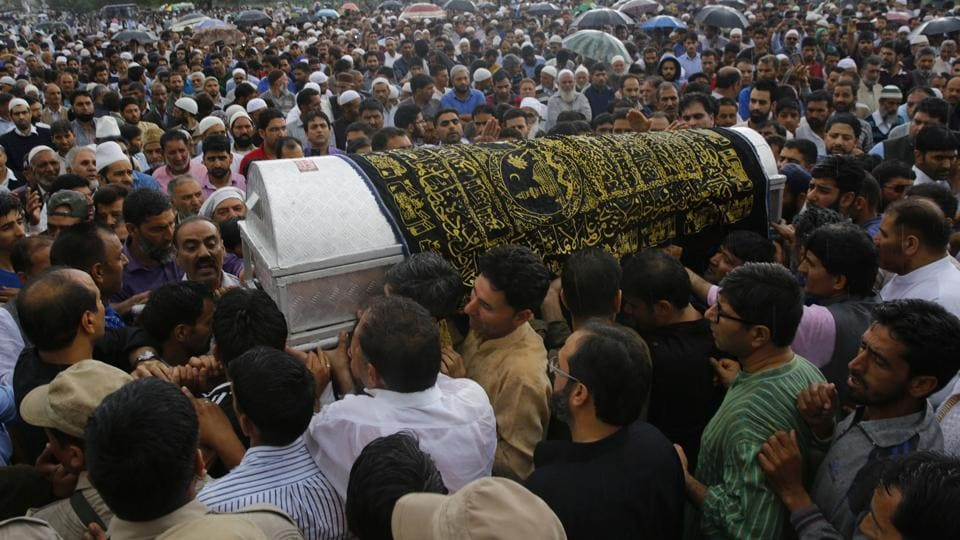 Thousands on Friday joined the funeral procession of veteran journalist Shujaat Bukhari, who was laid to rest in his ancestral village in Kreeri a day after he was shot dead outside his office in Srinagar. Bukhari, 50, was gunned down soon after he got into his car from his office at Press Enclave in the city centre, Lal Chowk on Thursday. (Waseem Andrabi / HT Photo)