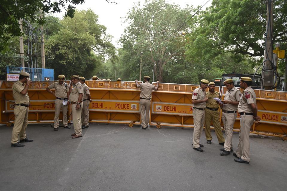 Delhi Police,Elderly couple,Murder