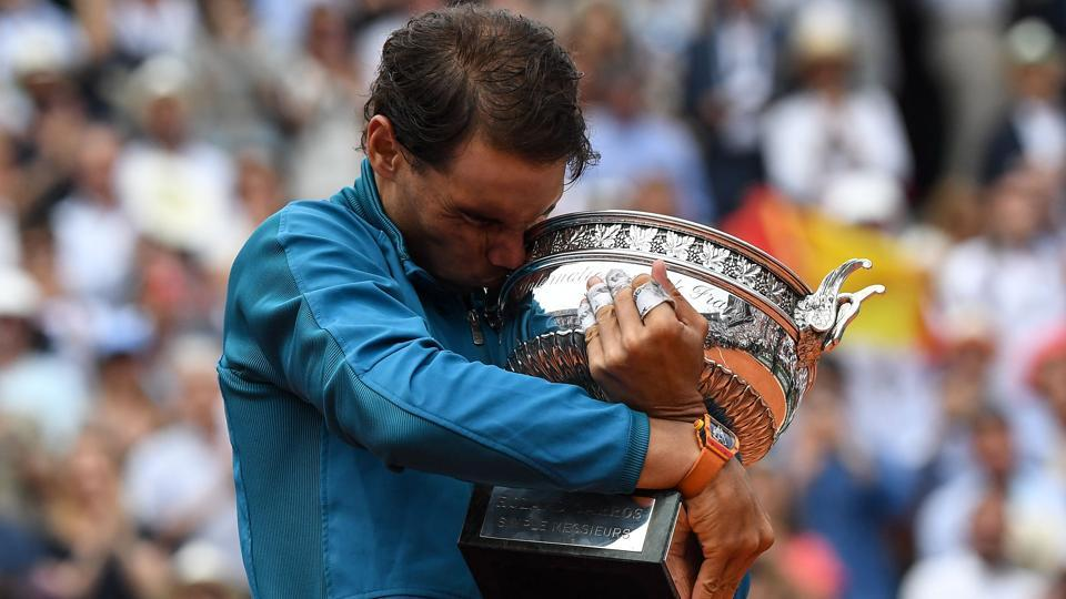 Spain's Rafael Nadal kisses the Mousquetaires Cup (The Musketeers) after his victory in the men's singles final match against Austria's Dominic Thiem, on day fifteen of The Roland Garros 2018 French Open tennis tournament in Paris, France. (Christophe Archambault / AFP)