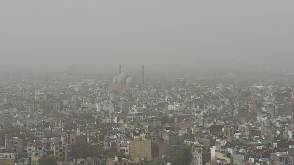 Some relief may be headed Delhi's way as strong winds from the west are expected to clear the dusty stagnant air that has enveloped the city these past few days, the India Meteorological Department said on Friday. As the national capital region struggles with severe dust pollution, Lieutenant Governor Anil Baijal ordered stoppage of all civil construction activities across the city till Sunday. (Sanchit Khanna / HT File)